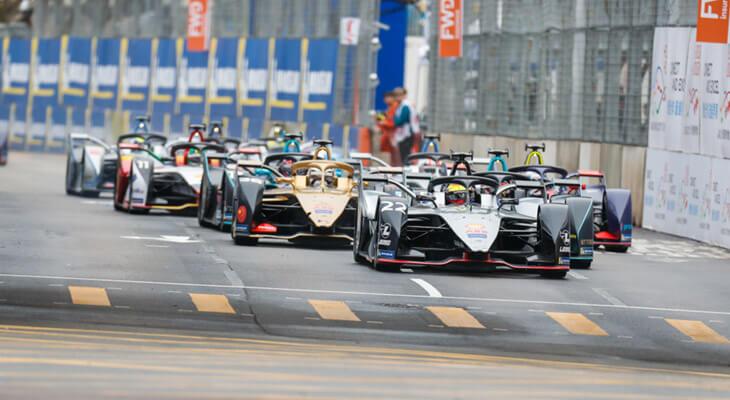 ricardo cars on track